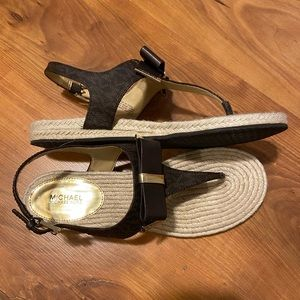 Micheals Kors Sandals sz9 like new!